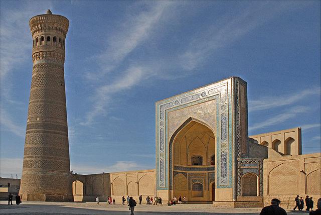 640px-Le_minaret_et_la_mosquée_Kalon_(Boukhara,_Ouzbékistan)_(5658826884)
