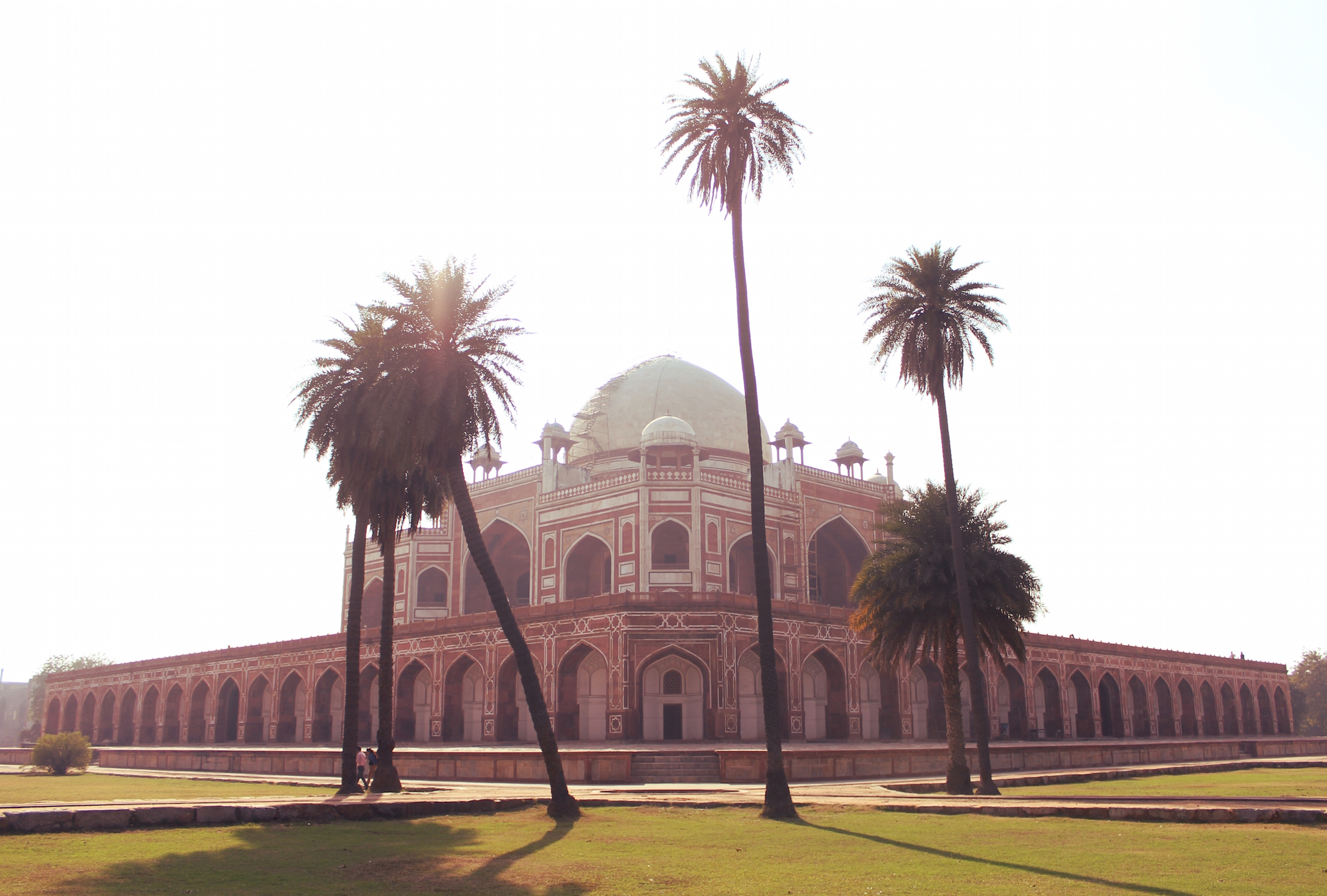 Humayun's_Tomb_from_the_Charbagh_-_1